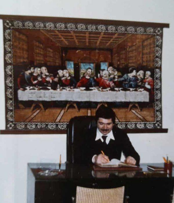 giovanni tonolini alla scrivania nel 1975